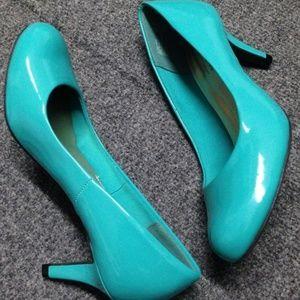 Comfort Plus NWT Teal Heels - 6.5